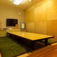 4名様、6名様、10名様でのご利用が可能な個室を完備。全部屋TVモニター付き!
