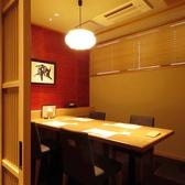 テーブルタイプの個室4~6名様向け。壁で仕切られているのでプライベート空間が保たれてます。