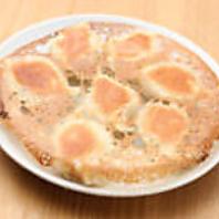 熱々の肉汁が溢れ出す!「大連焼餃子」