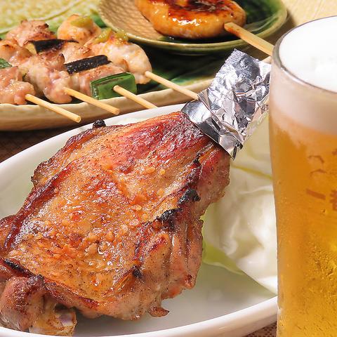 看板メニューの骨付鳥や焼き鳥と飲むビールが旨い!!会社帰りや宴会、二軒目遣いに♪
