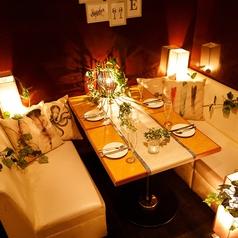 デザイナーが手掛けた当店人気の個室は4名様からご案内可★多種多様なニーズに対応できるプライベート空間でお食事やおしゃべりをお楽しみください。
