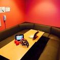 こちらのパーティルームも最大約13名様までOKの広さ★暖かみのある落ち着いた色味のお部屋です。