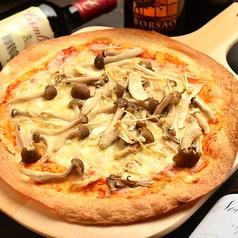 料理メニュー写真色々きのこピッツァ