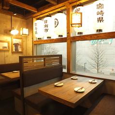 4名様用のテーブル席もご用意◎気の合う仲間とゆったりお食事をお楽しみ下さい♪ドリンクも各種豊富な品揃え!!