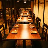 【オープンスペースのテーブル席】様々なシーンにご利用いただけるオープンスペースのお席