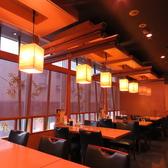 広々としたテーブル席もあり!夜景を見ながらお食事できます。