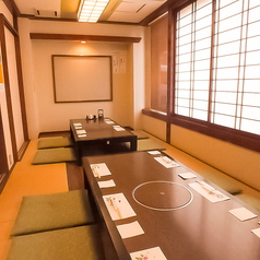 足を伸ばせる掘りごたつのお席は最大24名様の個室となっております。