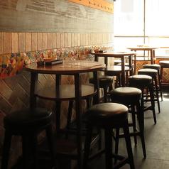 ◆4名テーブル×6◆オシャレなハイチェアで女子会等にも◎テーブルをつなげて6名・8名様のお席もご用意可!