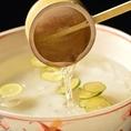 飲み放題限定!【皿焼酎(芋・麦・米)】焼酎の中にスダチを浮かべて飲む女性にも飲みやすい焼酎です。
