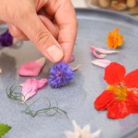 美容効果の高いハーブやお花を料理やスイーツに使用♪