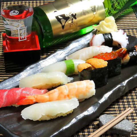 新鮮なネタを使ったお鮨とおいしい日本酒を一緒にお召し上がりください♪