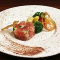 料理メニュー写真キハダマグロと彩り野菜のタルタル