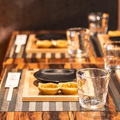 横浜駅きた西口4分【個室あり】九州料理・地酒をはじめ、ご当地柑橘サワー・ハイボールなどこだわりメニューが豊富♪きょう介でしか味わえない、厳選料理をお楽しみください!和モダンの趣ある半個室は4名様・8名様・16名様・21名様までOK◎オープン席では最大60名様、貸切宴会は89名様までご案内可能です!