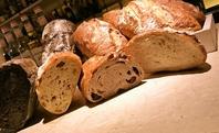 店内の土窯で焼き上げる手作りパンがオススメ♪