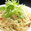 料理メニュー写真水菜とじゃこのペペロンチーノ