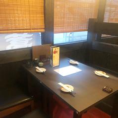 テーブルのお席もどうぞ☆ボックス席となっており、背もたれが高くなっております