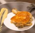 料理メニュー写真骨付き鶏もも肉のコンフィ