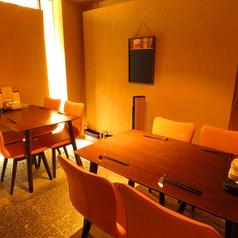 半個室空間のテーブル席。最大8名様まで収容可能です!