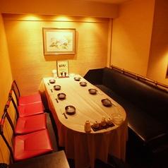 店の奥には広々8名様テーブル席。各種宴会もお任せください【3時間飲み放題 個室 居酒屋 横浜】