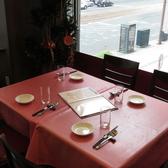 ご家族や友人とのお食事にもご利用いただけるテーブル席もご用意しております。
