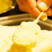カラッと揚げた串カツの秘密は油とパン粉!自家製ソース