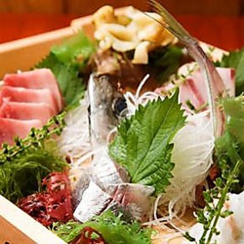 毎朝仕入れる新鮮な海の幸と、手作り料理をご堪能下さい。