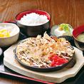 大阪といえばお好み焼き!ご飯とみそ汁がついている定食は関西だけ??
