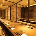 25名様用の宴会用完全個室。楽蔵うたげの飲み放題メニューは日本酒やビール、焼酎など種類豊富にご用意しております。延長は30分540円、ラストオーダーはお取りしていませんのでお時間までお楽しみいただけます。特に飲み会には、自慢の和食料理と合わせて是非ドリンクもお楽しみください!