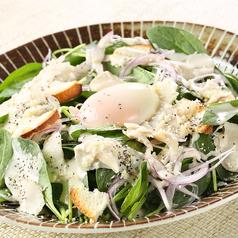 料理メニュー写真ほうれん草のシーザーサラダ