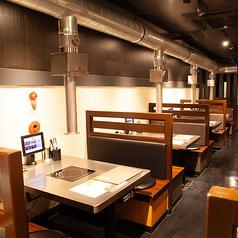 開放的な空間は多彩なシーンで利用可能。美味しい焼肉を囲んで、楽しく素敵なひとときをお過ごしください♪