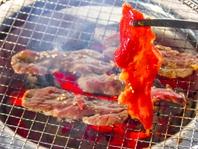 本格七輪の炭火焼きで肉の旨みを存分に引き出す!