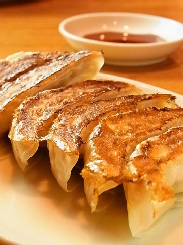 リーズナブルな値段で種類豊富な中華料理を楽しめる。秘伝のタレで食べる餃子が◎!