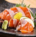 料理メニュー写真たこぶつ/日本海の甘エビ/サーモンのお造り