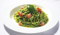 バジルとソーセージのスパゲッティ 'ジェノベーゼ'