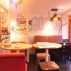 京都タワーを眺めながらお食事していただけるハイチェアーのお席もご用意しております。