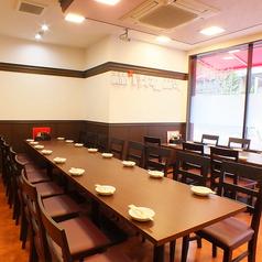 【10~20名様】移動可能なテーブル席。人数に合わせてレイアウトも自由自在♪各種宴会承ります!
