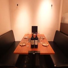 4名様のテーブル席固定席あり。