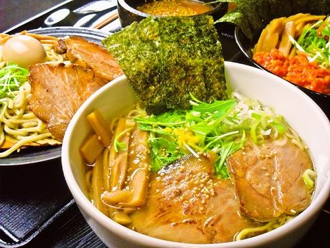 店主こだわりのスープはあっさりからこってりまで、特製麺と絡んで色々に楽しめる。