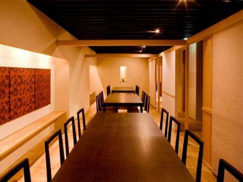 堺東の老舗嶋川の三代目がプロデュース!和の心意気に季節の彩りを加えた美味を。