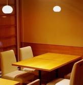 【2ー12名様用テーブル席】広い空間でゆったりとくつろげます。