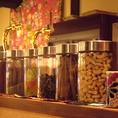 アジアンな雰囲気が店内の各所に…不思議な食材もあります、、!
