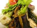 料理メニュー写真鶏の炭焼きサラダ