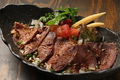 料理メニュー写真牛タタキのサラダ仕立て