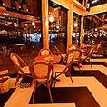 【テーブル席】ハルカスが望める!人気のお席 4名テーブルx3からあべのハルカスが望めます!当店で一番人気のお席です。誕生日や記念日、イベントにぜひご利用ください。2名様でのゆったりとしたご利用や、まとめて4~12名様でパーティ利用ということも可能です。