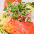 料理メニュー写真トロサーモンのカルパッチョ