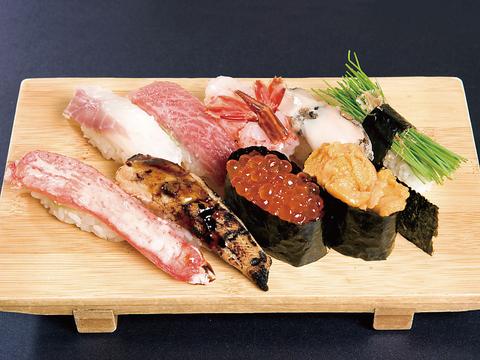 北海道函館に来たらやっぱり本場の握りを食べないと!!新鮮な魚を贅沢に一口でどうぞ♪