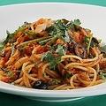 料理メニュー写真三崎漁港より白身魚のトマトソース スパゲッティ モデルナ風プッタネスカ