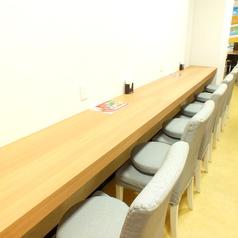 イートインスペースございます。サクッと食べて帰ることもできるし、ファミレ内で遊びながらお立ち寄り頂きやすいお席となっております♪