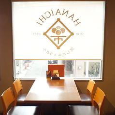 窓際のお席はランチ・ディナー、共に人気の席です。