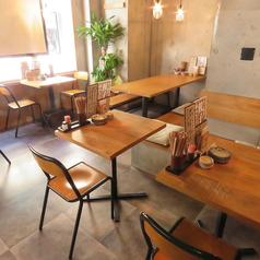 ガラス張りの開放的な店内◎人数に合わせてテーブル席をご用意いたします。